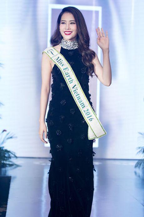 Nam Em 'khoe' trang phuc tham du Hoa hau Trai dat 2016 - Anh 9