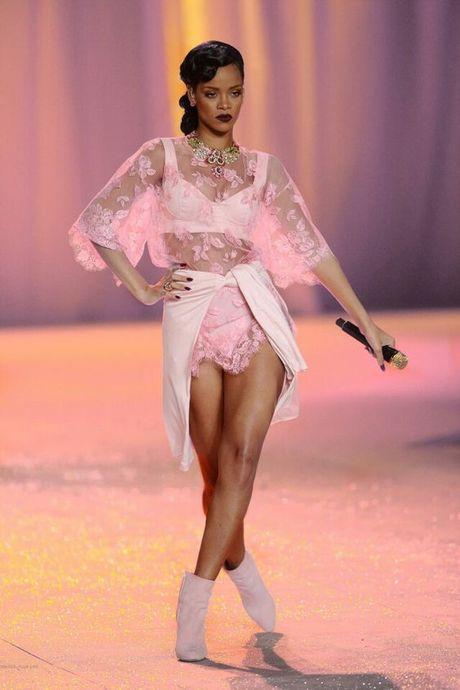 Rihanna thuc su la tin do cua mau hong - Anh 11