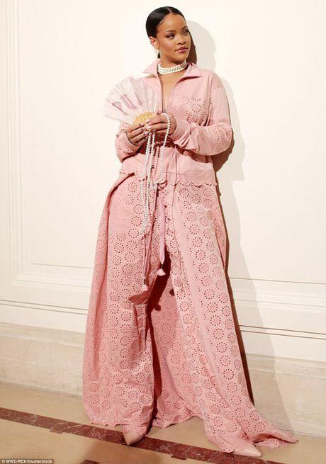 Rihanna thuc su la tin do cua mau hong - Anh 1