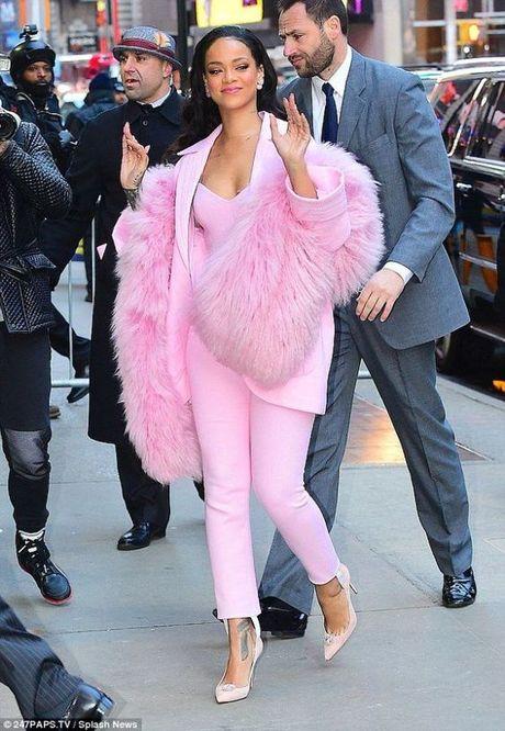 Rihanna thuc su la tin do cua mau hong - Anh 2