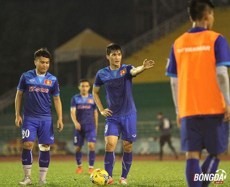 HLV Huu Thang tim 'ngoi no' xe luoi Trieu Tien - Anh 10