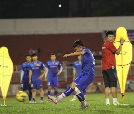 HLV Huu Thang tim 'ngoi no' xe luoi Trieu Tien - Anh 3