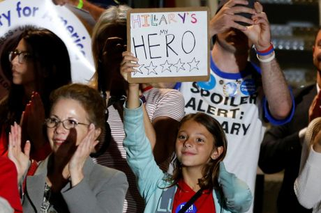 Nhung co dong vien nhi cua ung vien Hillary Clinton - Anh 5