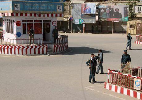 Quan doi Afghanistan xua duoi phien quan Taliban khoi Kunduz - Anh 10