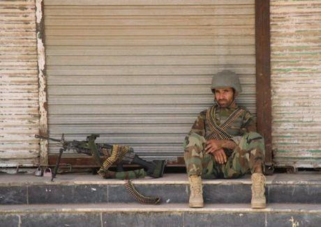 Quan doi Afghanistan xua duoi phien quan Taliban khoi Kunduz - Anh 11