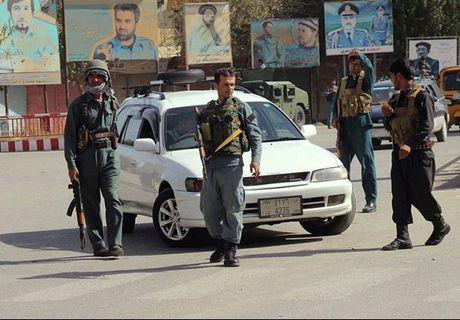 Quan doi Afghanistan xua duoi phien quan Taliban khoi Kunduz - Anh 6