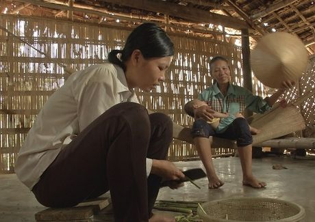 Noi long nguoi vo 10 nam khong co tien dua tro cot chong ve que chon cat - Anh 3