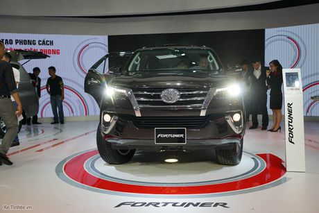 Chi tiet Toyota Fortuner 2017 - Ngoai hinh moi, dong co cu, co can bang dien tu chong lat - Anh 16