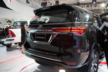Chi tiet Toyota Fortuner 2017 - Ngoai hinh moi, dong co cu, co can bang dien tu chong lat - Anh 4