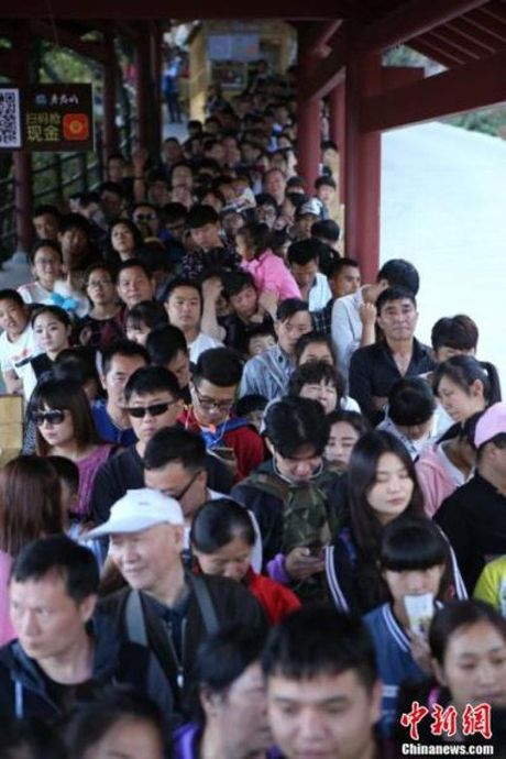 Gan 600 trieu nguoi Trung Quoc un un di du lich dip quoc khanh - Anh 6