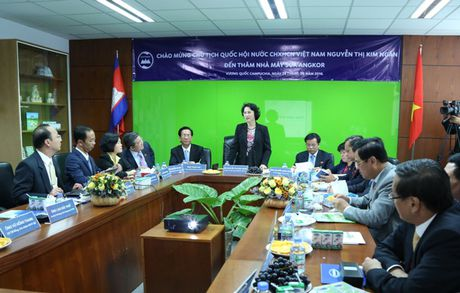 Doan dai bieu Quoc hoi Viet Nam tham nha may sua Angkor cua Vinamilk tai Campuchia - Anh 4