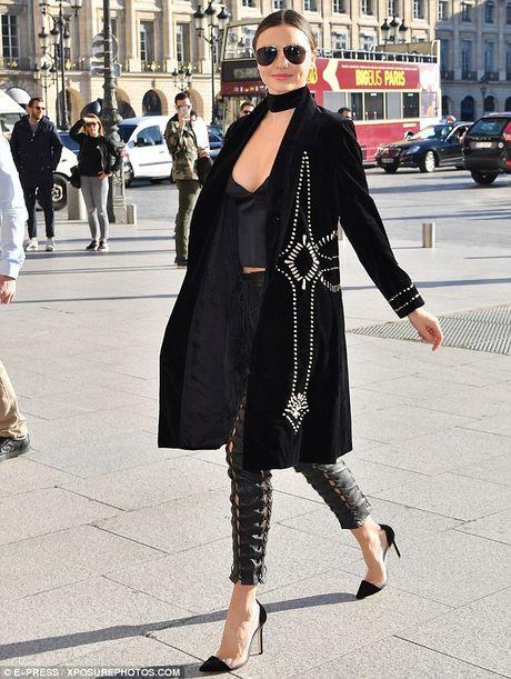 Ngam Miranda Kerr sexy noi bat tren pho - Anh 2