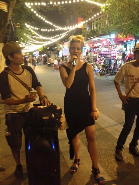 Hot rac, hat rong – nhung nguoi lam dep cho Ha Noi - Anh 10