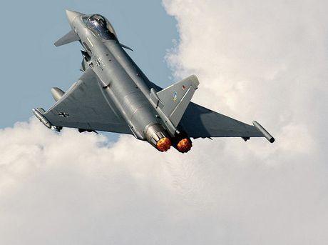 E chong cho, Eurofighter Typhoon bi ngung lap rap o Duc - Anh 1