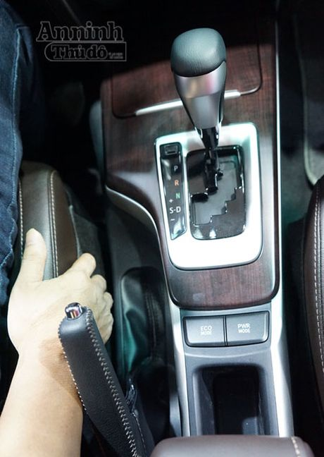 Chi tiet hang 'hot' chinh hang Toyota Fortuner 2016 - Anh 12