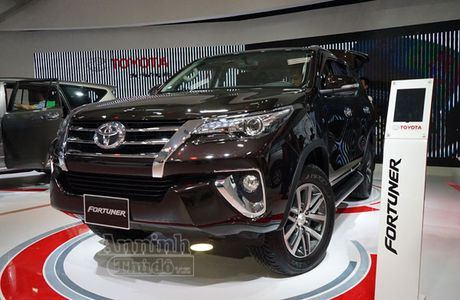 Chi tiet hang 'hot' chinh hang Toyota Fortuner 2016 - Anh 1