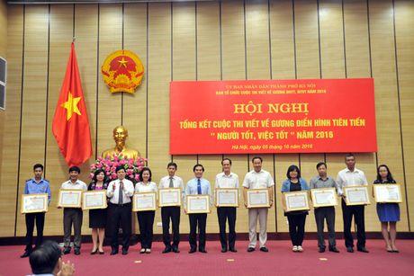 Ha Noi trao giai cuoc thi viet guong dien hinh nguoi tot, viec tot 2016 - Anh 1