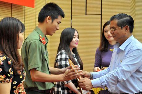 Ha Noi trao giai cuoc thi viet guong dien hinh nguoi tot, viec tot 2016 - Anh 3