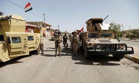 Dai phat thanh cua IS o Mosul, Iraq bi danh bom - Anh 1