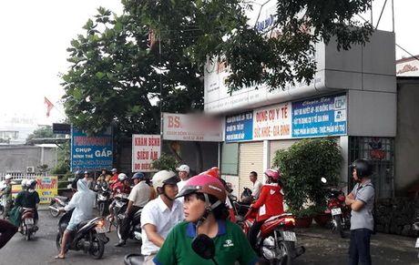 "Dinh chi hoat dong phong kham co bac si bi ""to"" hiep dam benh nhan - Anh 1"
