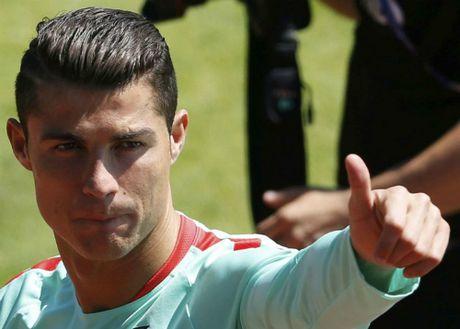 Xavi: 'Ronaldo hon Messi ve co hoi gianh Qua Bong Vang' - Anh 1