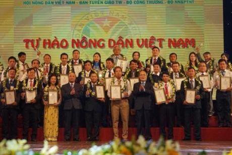 Cong bo danh sach 63 nong dan Viet Nam xuat sac nam 2016 - Anh 1