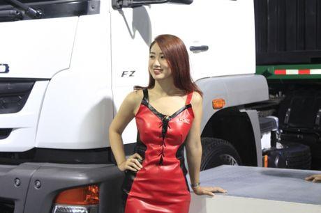 Nhung 'bong hong' tha dang ben xe tai tai VMS 2016 - Anh 2