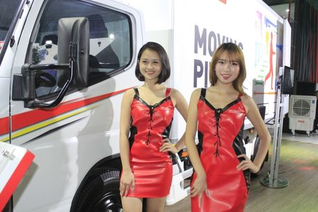 Nhung 'bong hong' tha dang ben xe tai tai VMS 2016 - Anh 3