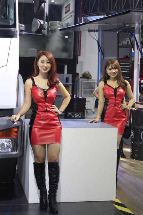 Nhung 'bong hong' tha dang ben xe tai tai VMS 2016 - Anh 6