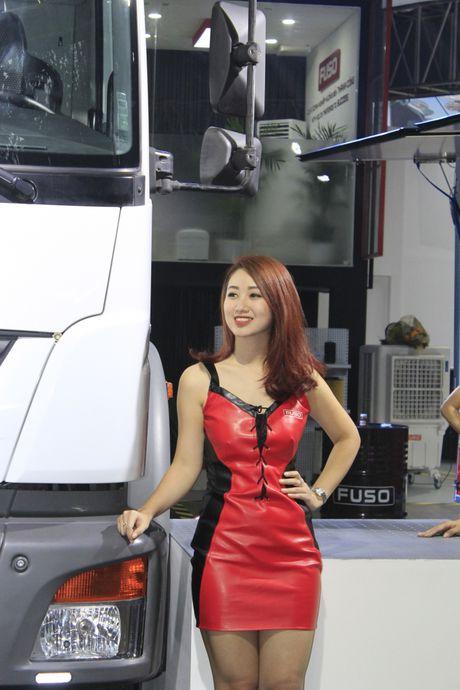 Nhung 'bong hong' tha dang ben xe tai tai VMS 2016 - Anh 8