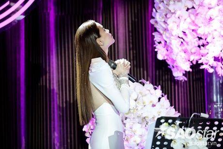 Ha Ho bien hit Son Tung thanh nhac tinh, vua hat vua khoc trong 'Love Songs' - Anh 4
