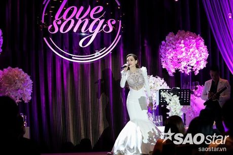 Ha Ho bien hit Son Tung thanh nhac tinh, vua hat vua khoc trong 'Love Songs' - Anh 5