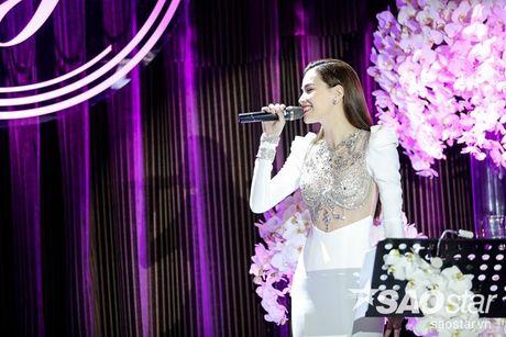 Ha Ho bien hit Son Tung thanh nhac tinh, vua hat vua khoc trong 'Love Songs' - Anh 6