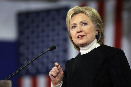 Ba Clinton chi trich ong Trump dem tien 'bieu' Trung Quoc - Anh 1