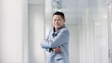 Tai san va thu hang cua ty phu goc Viet - Hoang Kieu rot manh trong Forbes 400 nam 2016 - Anh 1
