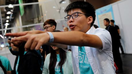 Joshua Wong bi tam giu tai san bay Thai Lan - Anh 1