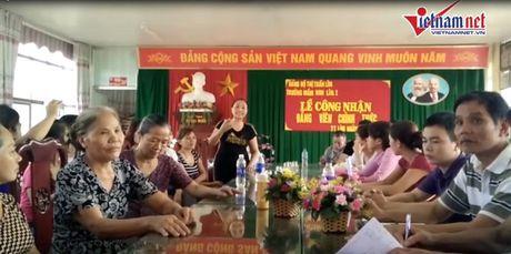 Phu huynh quay hieu truong vi cho tre an com song - Anh 2
