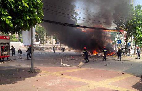 Cong an Quang Ninh: Vu no xe taxi o Cam Pha la do hanh khach tu sat - Anh 1