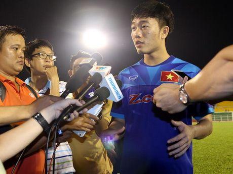 Tien ve Xuan Truong: 'Toi chua du tam de nhan xet HLV Huu Thang va HLV Miura' - Anh 1