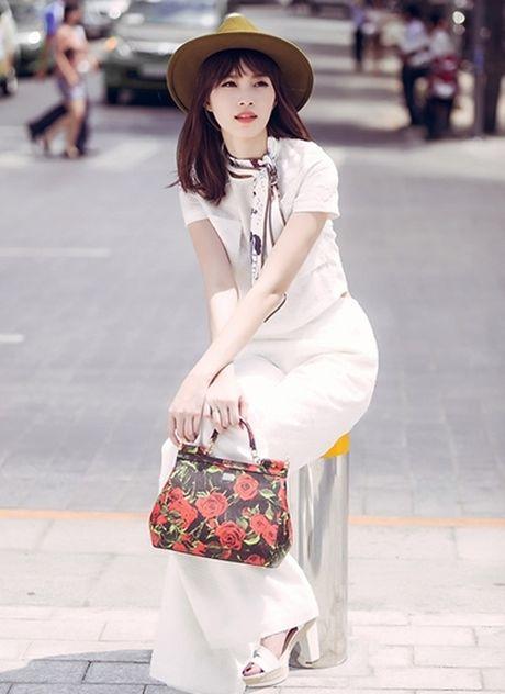 Hoa hau Thu Thao: 'Tay choi' hang hieu kin tieng cua Vbiz - Anh 3