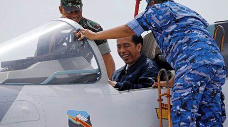 Indonesia dieu F-16, Sukhoi tap tran ram ro tren Bien Dong - Anh 1