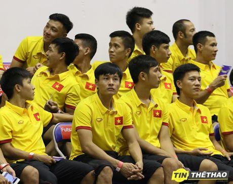 DT Futsal Viet Nam an mung chien thang cung doi bong ro HCMC Wings - Anh 1