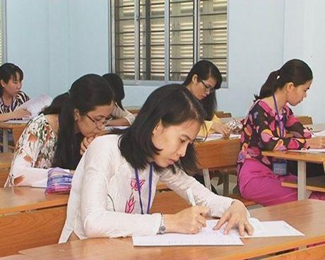 Khanh Hoa: Tang luong Giay khen cua Giam doc So GD&DT cho ca nhan - Anh 1