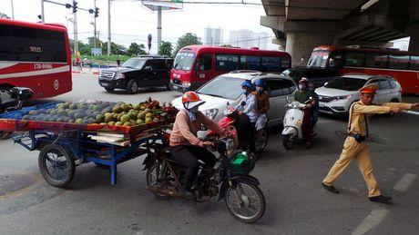 Gan 2.000 xe cong kenh bi CSGT Ha Noi xu ly - Anh 1