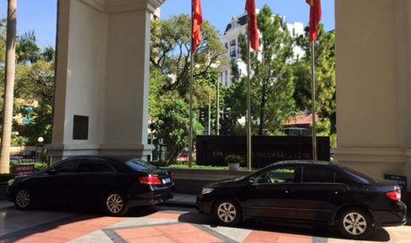 Thu truong don taxi di lam, Bo Tai chinh cat giam lai xe cong - Anh 1