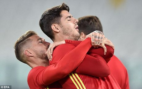 """Morata duoc dong doi trao nhiem vu """"xe"""" luoi Y - Anh 1"""