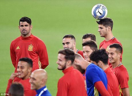 """Morata duoc dong doi trao nhiem vu """"xe"""" luoi Y - Anh 3"""