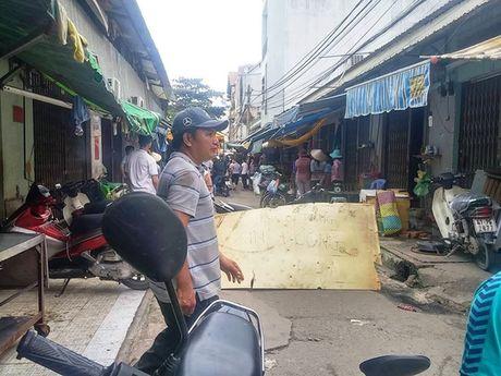TP HCM: Dam chem kinh hoang o khu vuc cho Tan Tru - Anh 3