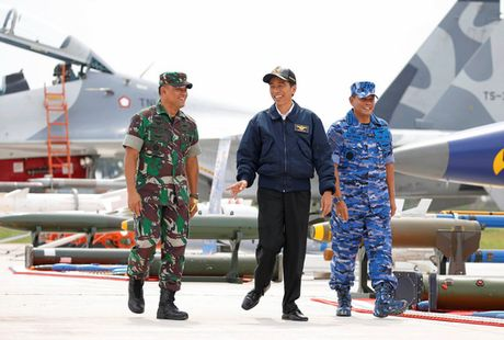 Tong thong Indonesia dich than giam sat tap tran o bien Dong - Anh 2