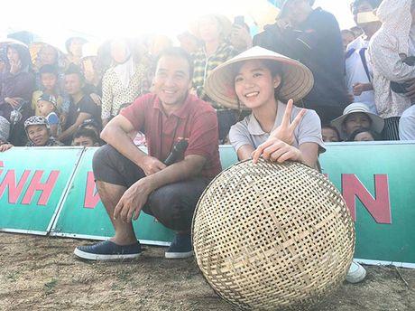 Sao Viet 6/10: Chi Pu di an voi Ji Yeon, Tam Tit ngoi an van deo kinh ram, doi mu - Anh 2